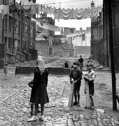 'Wapping Slums', Tenement housing in East London 1950s, photo Bert Hardy. (from the Vintage Guide To London)