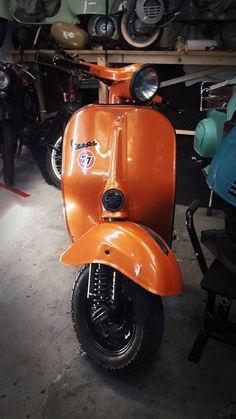 Vespa v50 et3 primavera quattrini 150cc orange windshield black Vespa Et3, Piaggio Vespa, Motorcycle, Orange, Classic, Vehicles, Black, Ideas, Derby