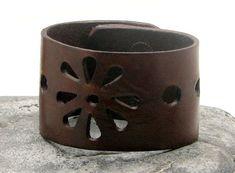 FREE SHIPPING Women's leather bracelet Flower by eliziatelye, $24.00