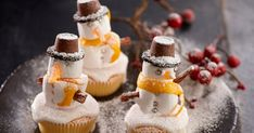 Christmas cupcakes to make with the kids Snowman Cupcakes, Christmas Cupcakes, Mini Cupcakes, Fondant Icing Sugar, Vanilla Sponge, Cake Ingredients, Oreo Cookies, Jelly Beans, Snowmen