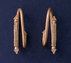 Λέσβος: Χρυσά κοσμήματα σε ασύλητο τάφο του 8ου π.Χ. αιώνα.