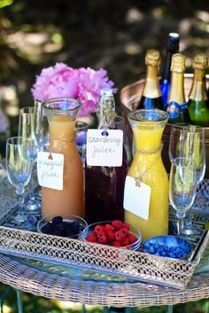 Bubbly Bar - love this for a brunch party or weekend guests. Bubbly Bar, Mimosa Bar, Champagne Bar, Champagne Breakfast, Bellini Bar, Champagne Gifts, Drink Bar, Coffee Break, Iced Tea