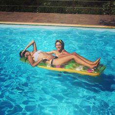 2besties 1blog: Ένα καλοκαίρι έφυγε. Ας συστηθώ λοιπόν επιτέλους...