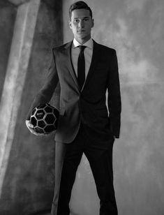 Draxler ist jetzt Boss: Julian Draxler (24) kommt als echter Boss rüber. Zumindest was den Duft angeht. Denn wie Boss Parfums nun mitteilte, ist der Flügelstürmer neues Testimonial der bekannten Marke.