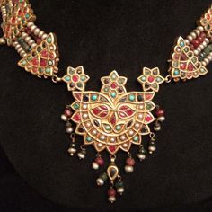 *|*  Uzbekistan.  This old masterpiece - 18ct gold, rubies, pearls, turquoises, emeralds - is markded by the Moghul art of work in jewelry.