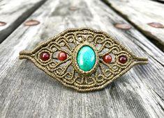 Bracelet macrame and natural gemstones.