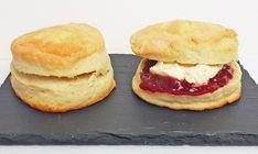 Scones Engelske - EnHimmelsk Mundfuld Scones, Sweets Cake, Bread And Pastries, Food N, Salmon Burgers, Afternoon Tea, Bread Recipes, Protein, Cheesecake