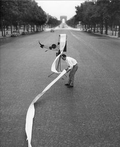 Robert Doisneau   //  Jean Tinguely And His Machine To Draw.  Paris,  July 1969. ( http://www.gettyimages.co.uk/detail/news-photo/paris-on-the-champs-elysees-jean-tinguely-born-in-fribourg-news-photo/121508640