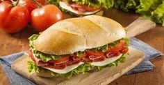 Recette de Sandwich italien aux tomates confites, jambon de Parme, pesto et…
