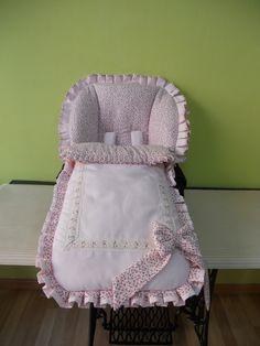 Saco para Inglesina en piqué rosa con liberty en rosa y chocolate,volante reversible y pasacintas de tira bordada