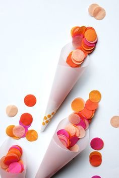 Confetti-Toss Cone DIY------- seems easy to do. Craft Party, Diy Party, Party Ideas, Kids New Years Eve, Moroccan Party, Diy Confetti, Letter Balloons, Craft Gifts, Party Planning