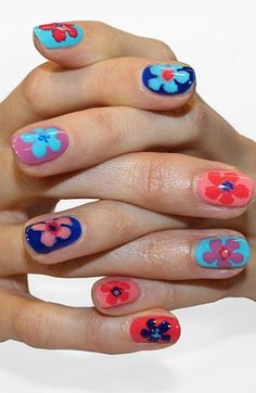 Romantic and flirtatious nails I really need to learn how to do this design