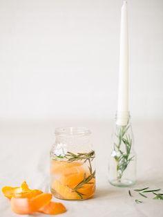 DIY-Anleitung: Zitronella-Kerze mit Rosmarin und Gelwachs gießen via DaWanda.com
