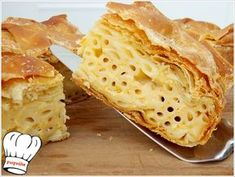 Πεντανοστιμη,μυρωδατη και αφρατη μακαρονοπιτα με γιαουρτακι και 3 τυρια,απλη,ευκολη και γρηγορη για το καθημερινο,γιορτινο τραπεζι και μπουφε σας!!! Απολαυστε την!!! Cookie Dough Pie, Sundae Bar, Greek Recipes, Pie Dish, Food Styling, Bakery, Cooking Recipes, Bread, Snacks