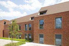 Couvent transformé en centre de soins résidentiel à Bruges. Gino Debruyne & Architecten, Brugge. Matériaux: Terca Orme et briques émaillées vertes (boutisses) / Koramic Tuile Plate 301 Rustique