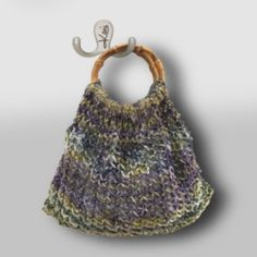 Sun-Dappled Handknit Handbag #XmasinJuly Hand Knitting, All Free Knitting, Easy Scarf Knitting Patterns, Easy Knitting Projects, Finger Knitting, Stockinette, Knitted Bags, Stitch Markers, Learn How To Knit