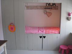 Prachtige bedstee in de #kinderkamer van  Noa #slaapkamer   Bedstead #kidsroom