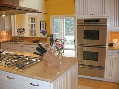 loving the double oven, white cabinets not so much, or the gas stove, if it was electric it wld be perfect