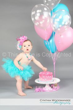 Children's Photography 1st Birthday- OMG This is adorable! I know 2 little girls who can get this next year!