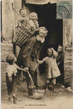 Nos velhos tempos, o Papai Noel iria reunir-se crianças más, atirá-los em sua cesta, e bata-los afastado para o Pólo Norte para servir como seus escravos. Isso é onde a lenda dos duendes de Santa veio. (Foto da Holanda)