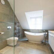Modern bathroom design 2017 on photo Loft Bathroom, Bathroom Plans, Upstairs Bathrooms, Small Bathroom, Loft Conversion Design, Loft Conversions, Bathroom Photos, Bathroom Light Fixtures, Modern Bathroom Design