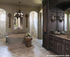 Walk-in shower positioned behind the tub Dream Bathrooms, Beautiful Bathrooms, Luxury Bathrooms, Master Bathrooms, Dream Home Design, House Design, Victoria House, European Style Homes, Bathroom Design Luxury