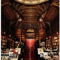 Livraria Lello bookshop in Porto, Portugal. I want a home library that looks like this! Beautiful Library, Dream Library, Library Room, Livraria Lello Porto, Home Libraries, Public Libraries, Stairway To Heaven, Book Nooks, Stairways