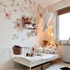 Paradise Garden, Large Balloons, Gift Card Shop, Spring Design, Wallpaper Samples, Children's Boutique, Pastel Wallpaper, Large Flowers, Toddler Bed