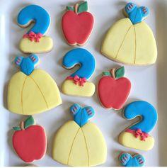 Amish Sugar Cookies, No Bake Sugar Cookies, Sugar Cookie Royal Icing, Fancy Cookies, Iced Cookies, Cupcake Cookies, Cupcakes, Disney Princess Cookies, Disney Cookies