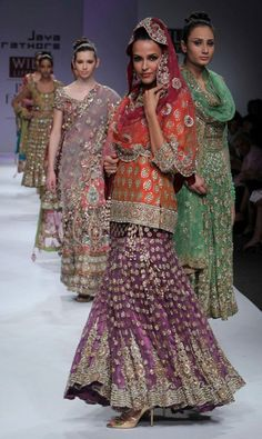 Top 8 Indian Bridal Wear from Wills Lifestyle India Fashion Week A/W 2010 photo
