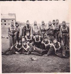 Magyar ejtőernyősök 1944 - Pápa Fekvő sor jobbról a második: Nagy Ferenc ejtőernyős, a nagyapám  Hungarian paratroops 1944 - Pápa First line second from the right: Nagy Ferenc parachuter, my grandfather