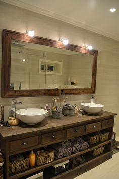 Dra meg i åreknutene! Vi har kommet oss i hus! Rustic Bathroom Designs, Wooden Bathroom, Rustic Bathrooms, Guest Bathrooms, Downstairs Bathroom, Bathroom Vanity Makeover, Shower Remodel, Bathroom Renovations, Bathroom Interior