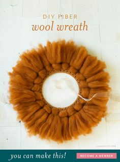 This is an easy project that will add so much warmth and coziness to any room you put it in. Diy Home Decor Projects, Decor Crafts, Flower Tutorial, Diy Tutorial, Diy Wreath, Door Wreaths, Macrame Projects, Diy Door, Paper Roses