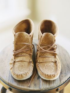Boho moccasins for the bride: http://www.stylemepretty.com/2016/02/22/intimate-rustic-wedding-in-the-woods/ | Photography: Andrew Mark - http://andrewmarkphotography.com/