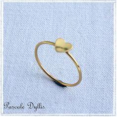 Bague minimaliste coeur or jaune massif 750/000, bijou d'amour saint-valentin... : Bague par pascale-dyllis