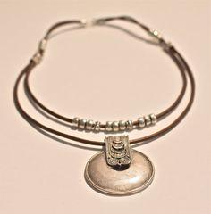 Colgante de plata tribales collar cadera cuero collar por amyfine