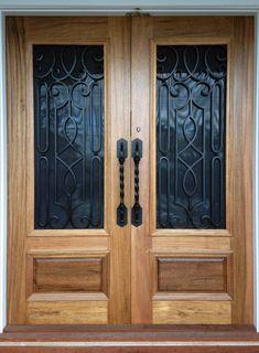Tivoli. Wood and Iron Door