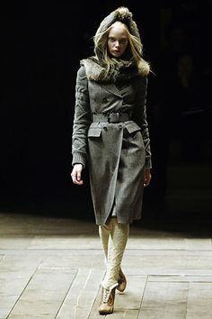 Alexander McQueen Fall 2006 Ready-to-Wear Fashion Show - Tanya Dziahileva