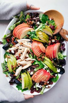 Make super-easy Apple Salad with mixed greens, sliced apple and pear, and rotisserie chicken. Crispy Chicken Salads, Bbq Chicken Salad, Chicken Salad Recipes, Healthy Salad Recipes, Healthy Food, Green Salad With Chicken, Best Salads Ever, Pear Salad, Green Apple Salad