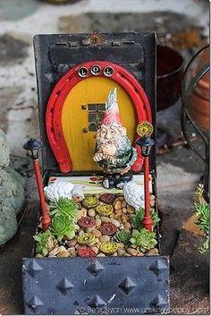 Horseshoe Gnome Home