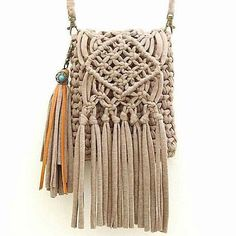 author was prompted to me by @ 🙈 this is love 😍 sooo I want it 😄 macrame will learn today ?The author was prompted to me by @ 🙈 this is love 😍 sooo I want it 😄 macrame will learn today ? Diy Macrame Wall Hanging, Weaving Wall Hanging, Macrame Curtain, Macrame Art, Macrame Projects, Macrame Knots, Macrame Jewelry, Yarn Projects, Crochet Clutch