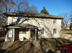 Duplex in Great Condition! 3 Bedrooms each unit. Laundry Hookups in both units. Eat in Kitchen, Nice sized living room.