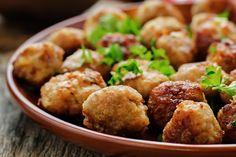Le polpette di carne grigliate sono una variante delle classiche polpette fritte perfette per chi è a dieta o vuole limitare le calorie. Ecco la ricetta