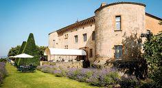 Le Château de Bagnols, l'un des plus beaux Château Hotel 5 étoiles de France, situé au coeur des vignobles du beaujolais à 35 mn de Lyon. 22 Suites uniques, un restaurant gastronomique, jardins à la française, un lieu exceptionnel pour vos séminaires et évènements de prestige.