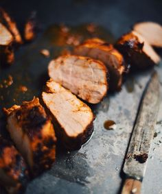 Pork tenderloins with mustard, smoked paprika and honey - Le Coup de Grâce Paprika Pork, Smoked Paprika, Bbq Pork Tenderloin, Pork Tenderloins, Healthy Snaks, Paprika Recipes, Paleo Honey, Confort Food, Pork Ham