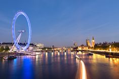 Thames Cruise, Dinner & Wine for 2