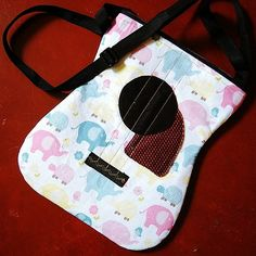 Free pattern: Acoustic guitar bag