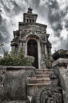 Recuerdos de familia... Cementerio de Colón, Havana, Cuba. Jose A. Rey Photography
