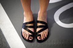¡Nuevo! Deslice el negro sandalias, sandalias de cuero, sandalias hechas a mano, pisos de verano, sandalias, zapatos mujer, sandalias griegas negro, Jil