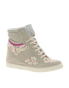 sporty floral wedges = have to buy them :)